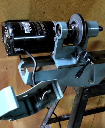 Variable speed pulley on a delta lathe